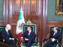 Ambassador of the European Union to Mexico, Andrew Standley, presents his letter of credence to the Mexican President, Enrique Peña Nieto.
