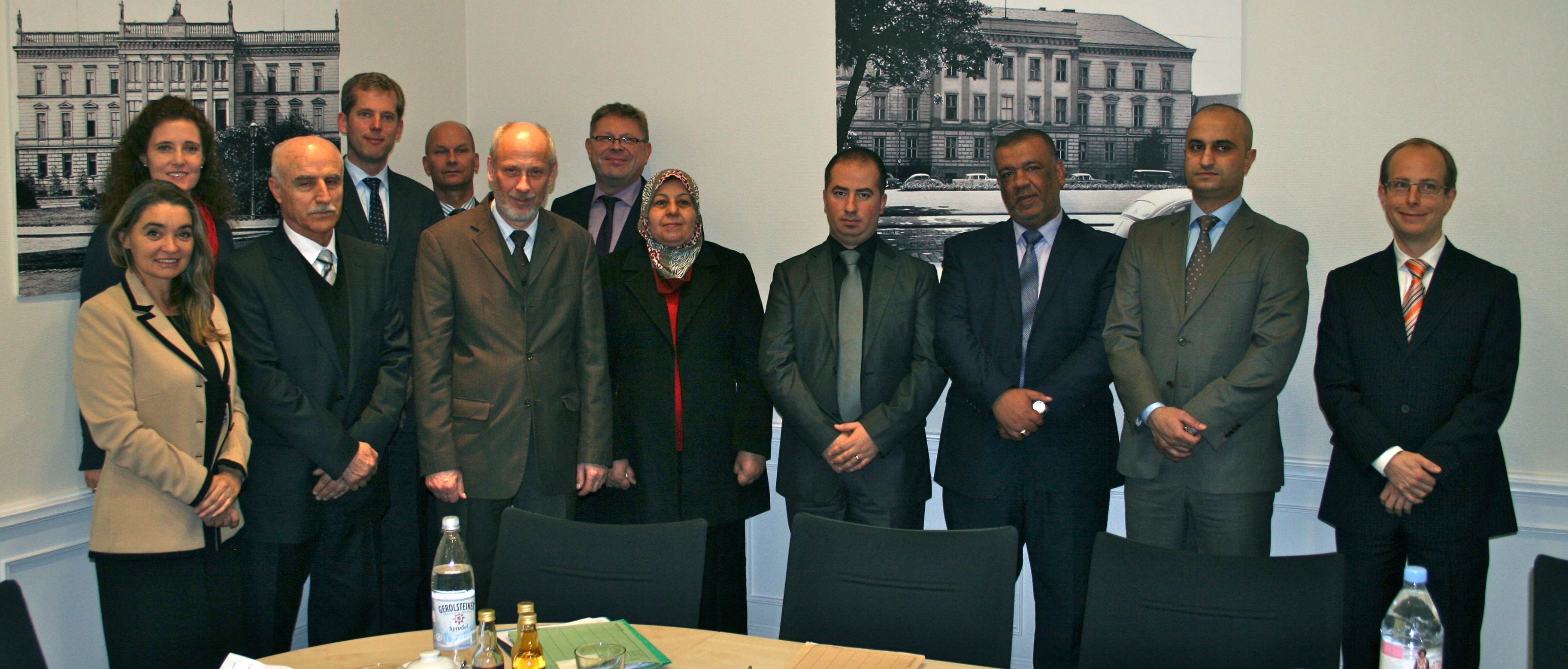 Maria Grazia Benedetti with Uli Schiefelbein with State Secretary Krems, instructors and participants in the EUJUST LEX Iraq Course in Nordrhein-Westfalen