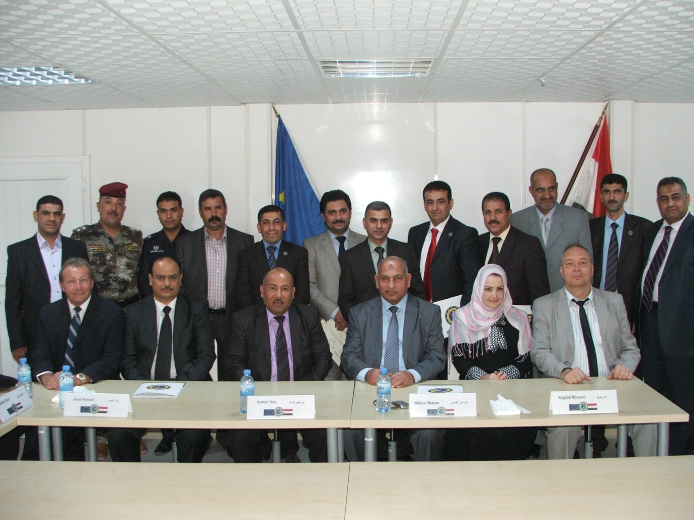 Anton Girginov, Head of the Judiciary Team at EUJUST LEX-Iraq (seated right) and Dave Bramley, Head of Office at the Basra Antenna (seated left) with participants in the Course on obtaining legal assistance from abroad.