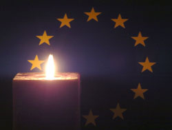 Candle in front of the EU flag © EU