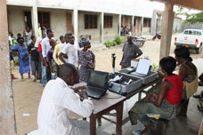 voters queueing at a poll station © EU