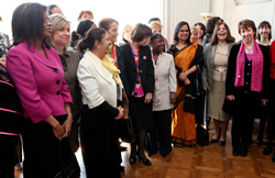 Catherine Ashton (right) at a lunch with women ambassadors © EU