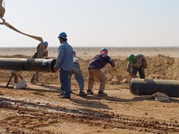 Energy, one of the areas of cooperation between the EU and its Neighbours (Photo: Workers connecting a gas pipeline, EU/Arab Gas Market Project) © EU