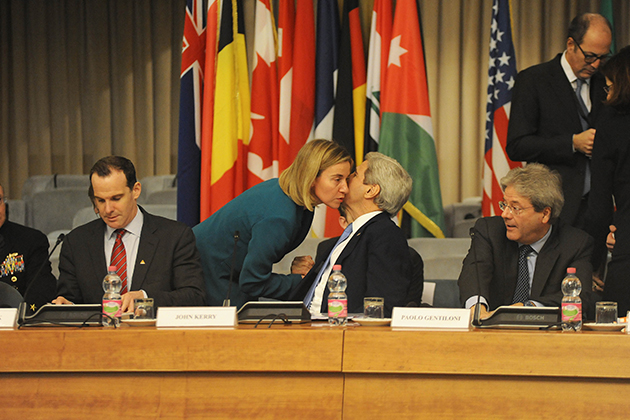 Federica Mogherini with John Kerry at meeting of the Small Group of the Global Coalition to counter