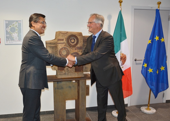 Mr Christian Leffler and the Ambassador of Mexico, Juan José Camacho
