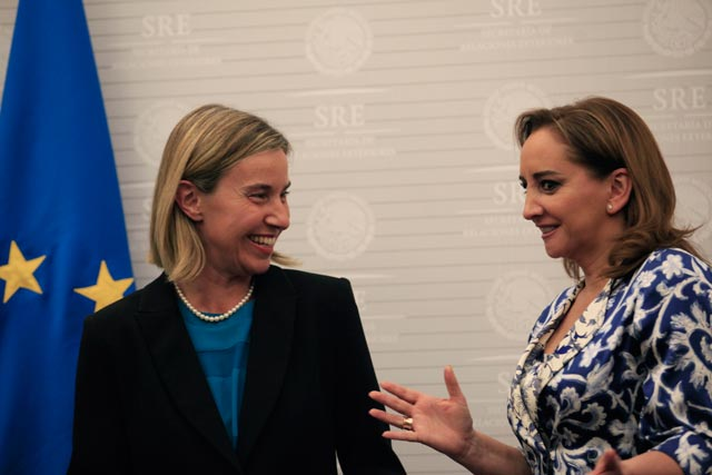 Federica Mogherini (left) with Mexico's Foreign Minister Claudia Ruiz Massieu