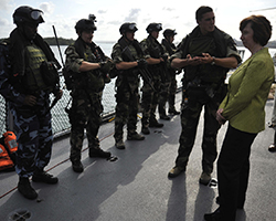 HR/VP Ashton visits EU NAVFOR